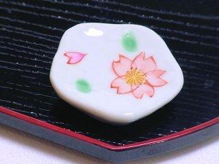 【桜の箸置き】 色絵さくら箸置き