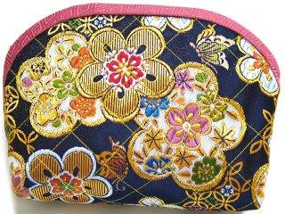 【おばあちゃんの手作りポーチ】 「金襴 キルト仕立て 花柄 黒」 1