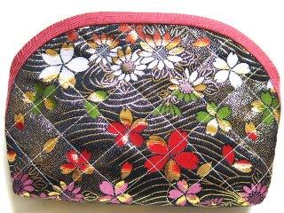 【おばあちゃんの手作りポーチ】 「金襴 キルト仕立て 花柄 黒」 2
