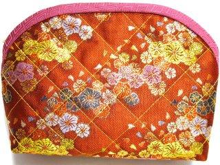 【おばあちゃんの手作りポーチ】 「金襴 キルト仕立て 花柄 朱」 2