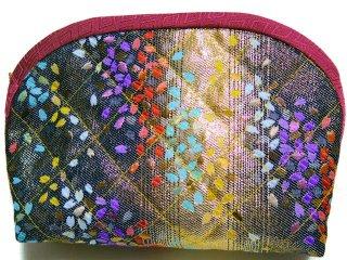 【おばあちゃんの手作りポーチ】 「金襴 キルト仕立て 虹色桜 黒」 1