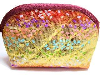【おばあちゃんの手作りポーチ】 「金襴 キルト仕立て 虹色桜 赤」 1