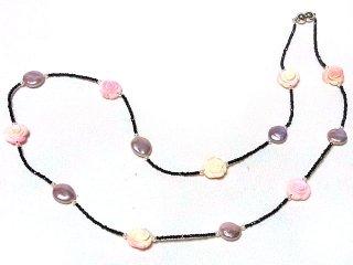 【淡水真珠】真珠と薔薇のネックレス スピネル(黒)