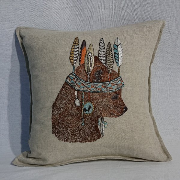 <img class='new_mark_img1' src='https://img.shop-pro.jp/img/new/icons13.gif' style='border:none;display:inline;margin:0px;padding:0px;width:auto;' />CORAL&TUSK  Bear Portrait Pillow