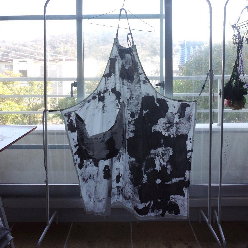 Funatabi atelier<br>apron<br>sumi dye