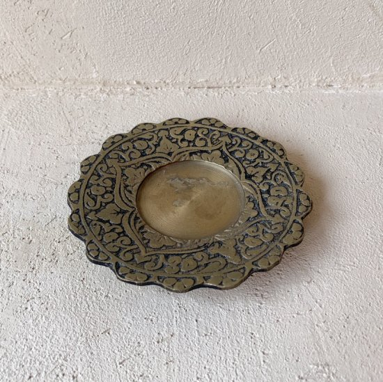 Vintage brass tray<img class='new_mark_img2' src='//img.shop-pro.jp/img/new/icons47.gif' style='border:none;display:inline;margin:0px;padding:0px;width:auto;' />