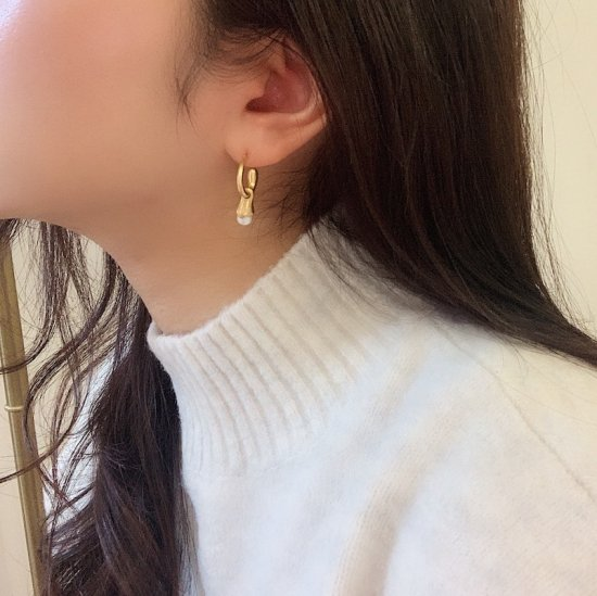 Drop pearl pierce<img class='new_mark_img2' src='https://img.shop-pro.jp/img/new/icons18.gif' style='border:none;display:inline;margin:0px;padding:0px;width:auto;' />