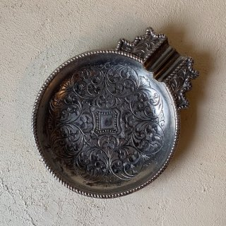 Antique silver ashtray<img class='new_mark_img2' src='https://img.shop-pro.jp/img/new/icons47.gif' style='border:none;display:inline;margin:0px;padding:0px;width:auto;' />