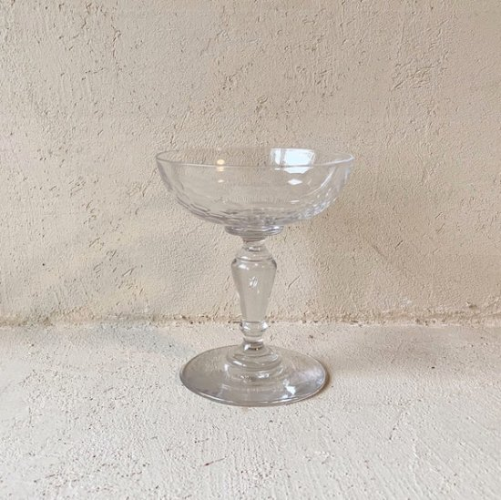 Vintage coupe glass<img class='new_mark_img2' src='https://img.shop-pro.jp/img/new/icons47.gif' style='border:none;display:inline;margin:0px;padding:0px;width:auto;' />