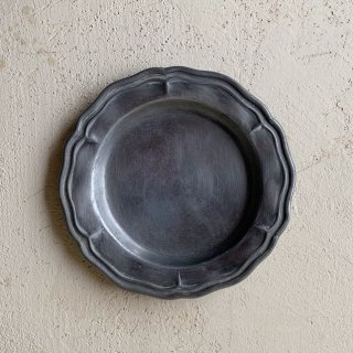 Antique pewter tray<img class='new_mark_img2' src='https://img.shop-pro.jp/img/new/icons47.gif' style='border:none;display:inline;margin:0px;padding:0px;width:auto;' />