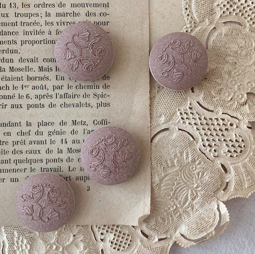 French damask button<img class='new_mark_img2' src='https://img.shop-pro.jp/img/new/icons47.gif' style='border:none;display:inline;margin:0px;padding:0px;width:auto;' />