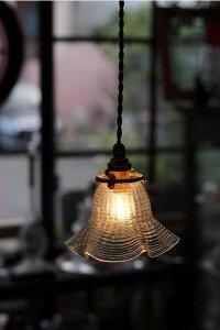 細かなプレスガラスの格子模様 クリア・ランプシェード