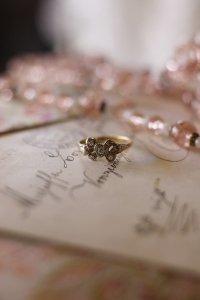 ダイヤモンドのリボンとハート 乙女なアンティーク・リング