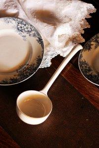 フランス 白い陶器のレードル