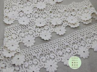 大きな花と小さな丸模様の幅広レースブレード 50cm(生成り)