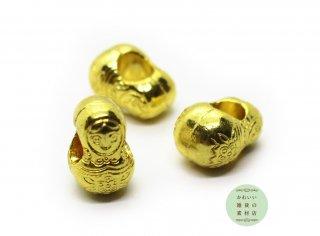 ころんとかわいい!小さなマトリョーシカの大穴ビーズ(チャーム/ゴールド)3個セット