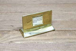 <img class='new_mark_img1' src='https://img.shop-pro.jp/img/new/icons14.gif' style='border:none;display:inline;margin:0px;padding:0px;width:auto;' />Metal Perpetual Desk Calendar