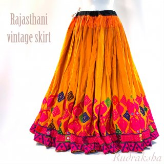 <img class='new_mark_img1' src='https://img.shop-pro.jp/img/new/icons1.gif' style='border:none;display:inline;margin:0px;padding:0px;width:auto;' />Rajasthani gypsy skirt #3* vintage * ラジャスタン刺繍スカート バンジャラ《マスタード系xピンク》