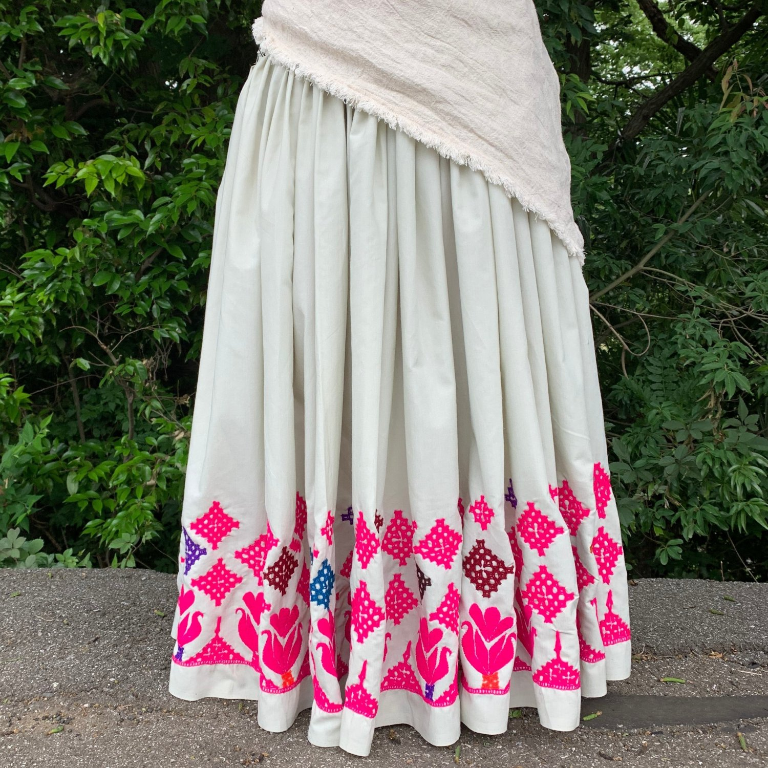 <img class='new_mark_img1' src='https://img.shop-pro.jp/img/new/icons1.gif' style='border:none;display:inline;margin:0px;padding:0px;width:auto;' />Rajasthani gypsy skirt #* vintage * インド刺繍スカート バンジャラ《ライト》