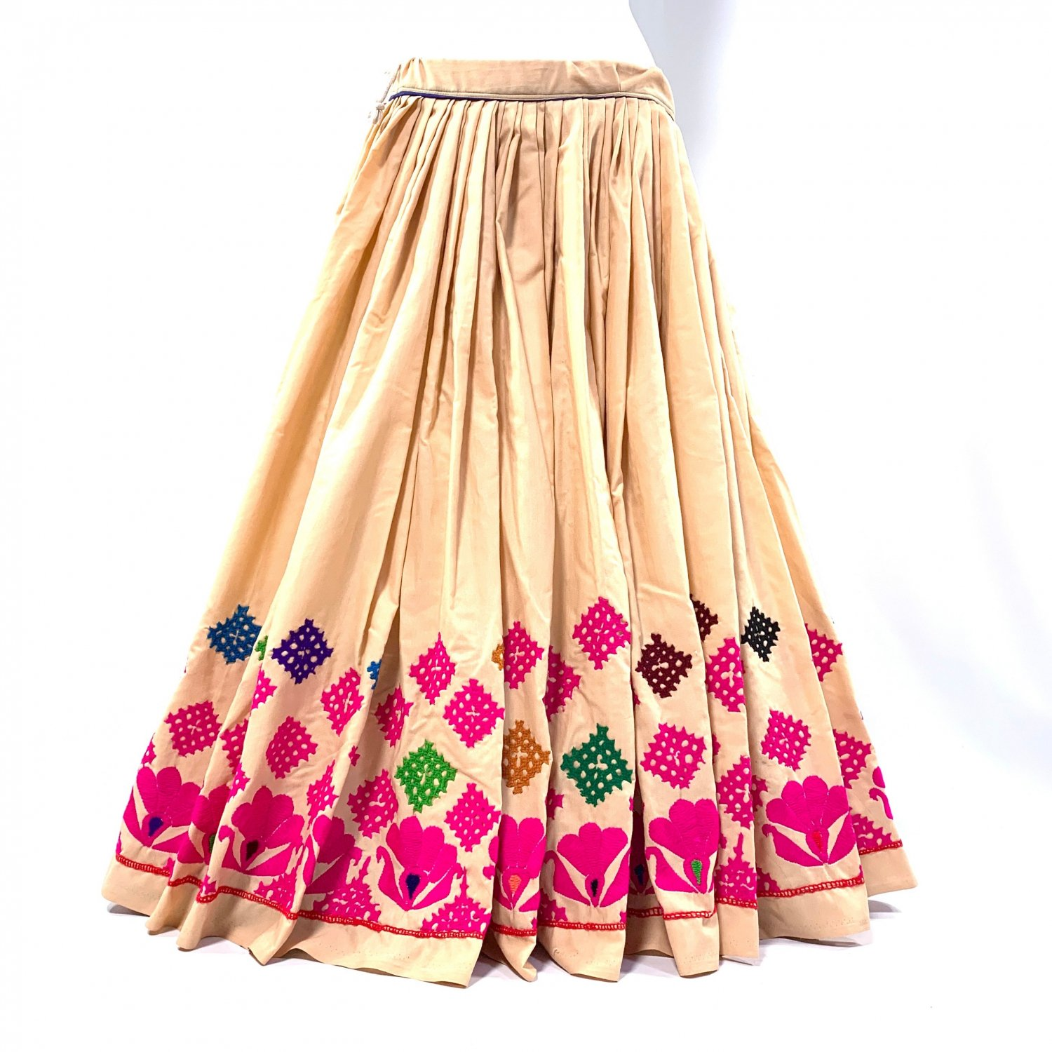 <img class='new_mark_img1' src='https://img.shop-pro.jp/img/new/icons1.gif' style='border:none;display:inline;margin:0px;padding:0px;width:auto;' />Rajasthani gypsy skirt #5* vintage * ラジャスタン刺繍スカート バンジャラ《ベージュ2》