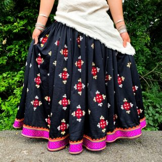<img class='new_mark_img1' src='https://img.shop-pro.jp/img/new/icons1.gif' style='border:none;display:inline;margin:0px;padding:0px;width:auto;' />Rajasthani gypsy skirt #25* vintage * ラジャスタン刺繍スカート バンジャラ《ブラック》