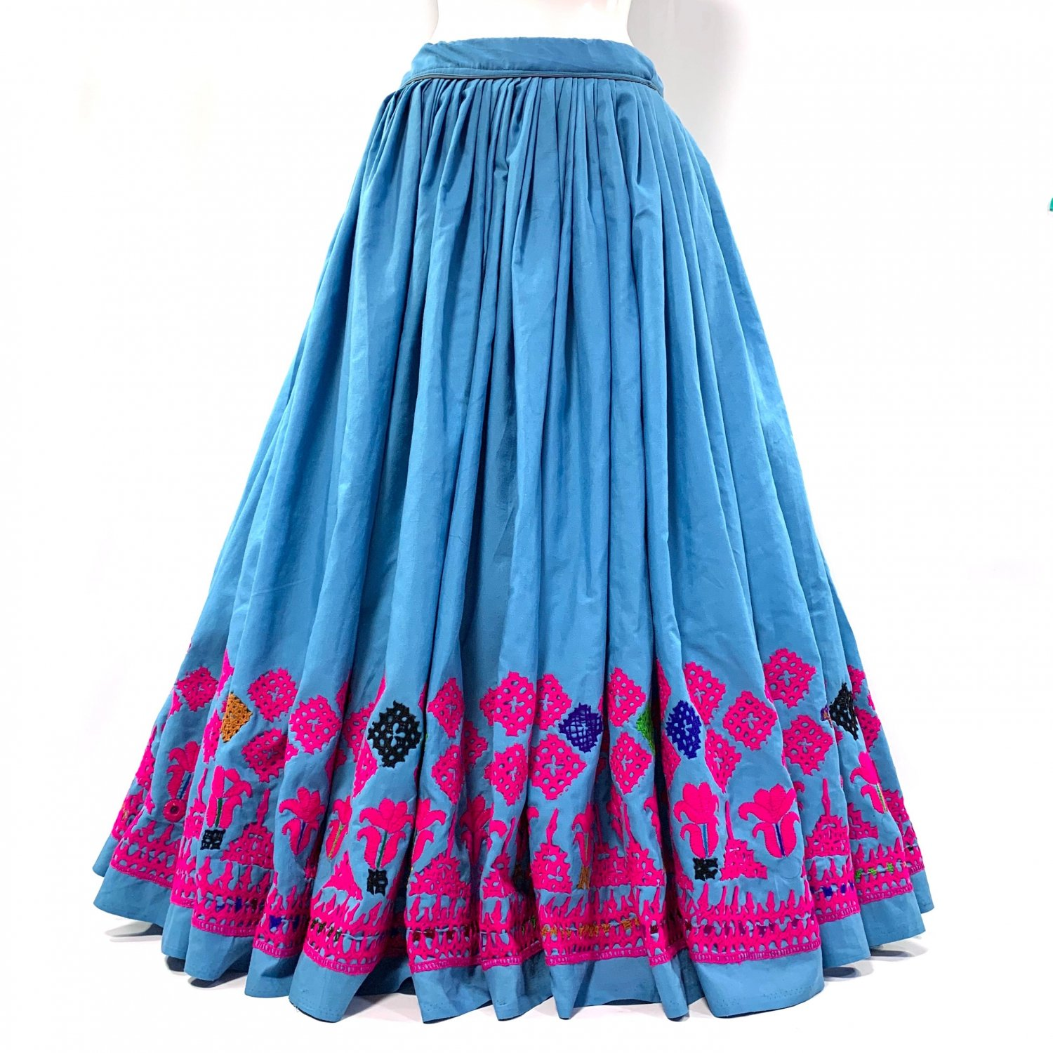 <img class='new_mark_img1' src='https://img.shop-pro.jp/img/new/icons1.gif' style='border:none;display:inline;margin:0px;padding:0px;width:auto;' />Kutch gypsy skirt #41 *vintage * カッチ刺繍スカート バンジャラ《水色2》