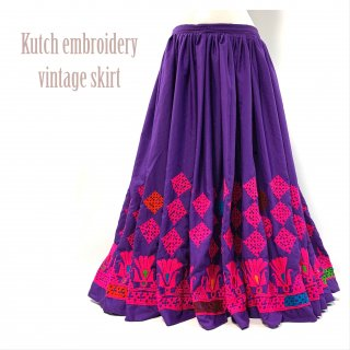 <img class='new_mark_img1' src='https://img.shop-pro.jp/img/new/icons1.gif' style='border:none;display:inline;margin:0px;padding:0px;width:auto;' />Kutch gypsy skirt #44 *vintage * カッチ刺繍スカート バンジャラ《パープル2》