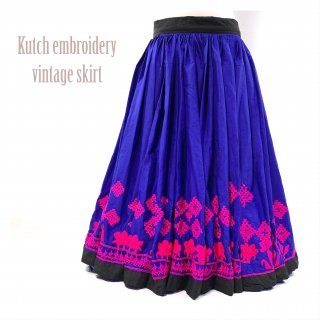 <img class='new_mark_img1' src='https://img.shop-pro.jp/img/new/icons1.gif' style='border:none;display:inline;margin:0px;padding:0px;width:auto;' />Kutch gypsy skirt # *vintage * カッチ刺繍スカート バンジャラ《ロイヤルブルー2》