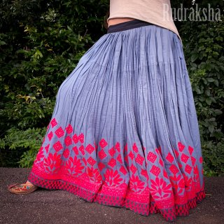<img class='new_mark_img1' src='https://img.shop-pro.jp/img/new/icons1.gif' style='border:none;display:inline;margin:0px;padding:0px;width:auto;' />Kutch gypsy skirt #62 *vintage * カッチ刺繍スカート バンジャラ《グレー》