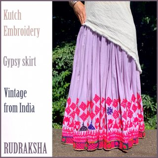 <img class='new_mark_img1' src='https://img.shop-pro.jp/img/new/icons1.gif' style='border:none;display:inline;margin:0px;padding:0px;width:auto;' />Kutch gypsy skirt #66 *vintage * カッチ刺繍スカート バンジャラ《ラベンダー》