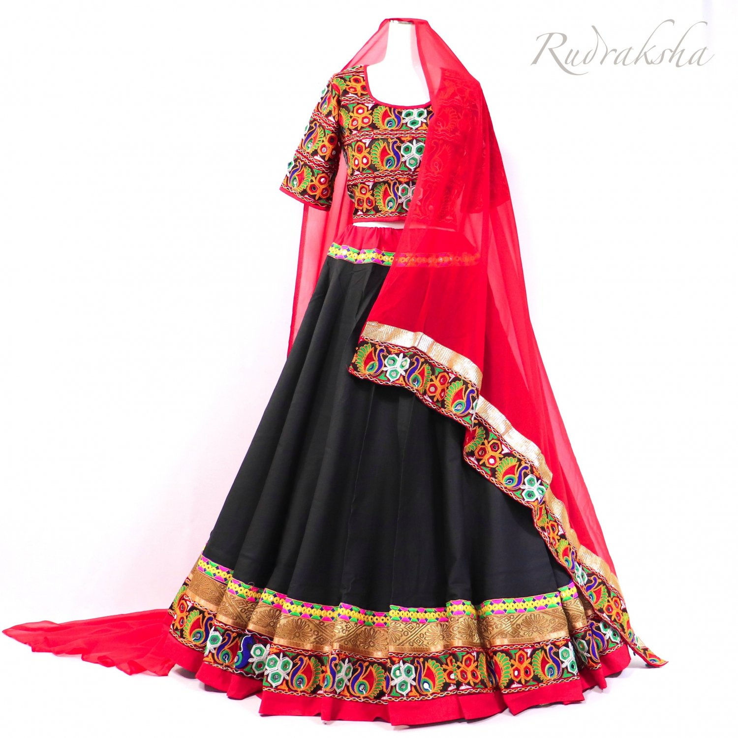 <img class='new_mark_img1' src='https://img.shop-pro.jp/img/new/icons1.gif' style='border:none;display:inline;margin:0px;padding:0px;width:auto;' />Rajasthani Lehenga <ブラックxレッド> ◇◆ インド民族衣装 ラジャスタンレヘンガ