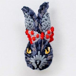 動物刺繍ブローチ ウサギ