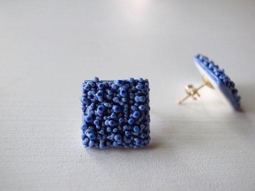 AMOR 青の粒々ピアス(四角)
