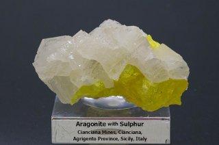 アラゴナイトwithサルファー 結晶原石 イタリア・シチリア産|Cianciana Mines, Sicily, Italy|Aragonite|Sulfur|