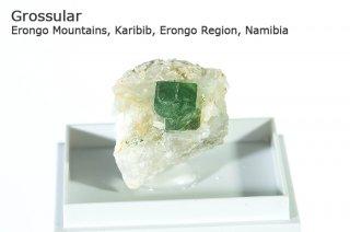 グロッシュラーガーネット 結晶 ナミビア産|Erongo Mountains, Karibib, Erongo Region, Namibia|灰礬柘榴石|