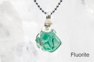 フローライト 結晶ペンダント イングランド|ロジャリー鉱山|発光フローライト|Rogerley Mine Durham England|Fluorite|蛍石|