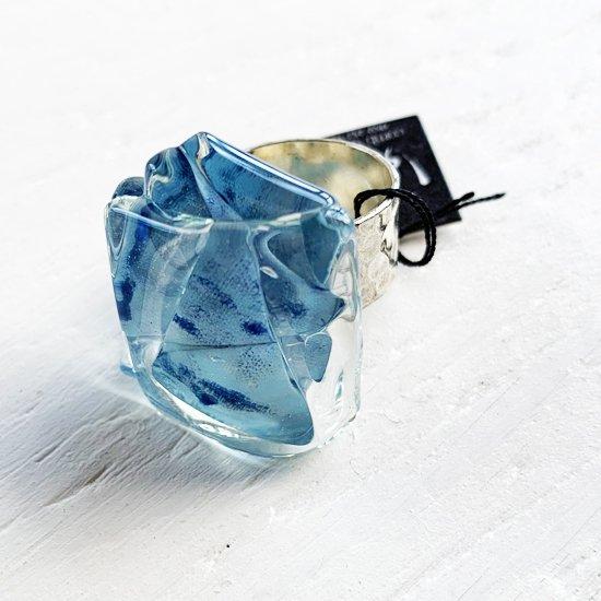 1点ものガラスのIsakoリング|blue blue sky|箱付