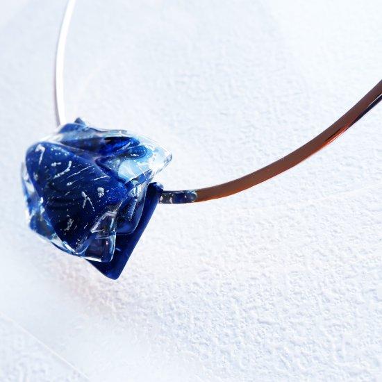1点ものガラスのシルバーチョーカー(太Uタイプ)|星空ブルー|箱付