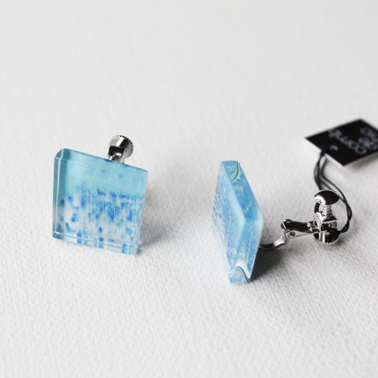 ペインティングシリーズ・1点ものガラスイヤリング「blue blue sky」|箱付