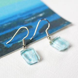 伊勢志摩シリーズ・1点ものガラスのハンギングピアス「海/Sea」|箱付