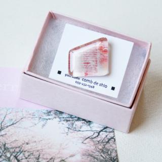 伊勢志摩シリーズ・1点ものガラスラペルピン「桜/Cherry Blossom」|箱付|男女兼用