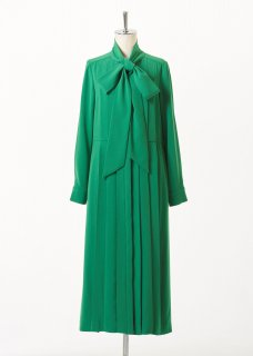 Front ribbon dress