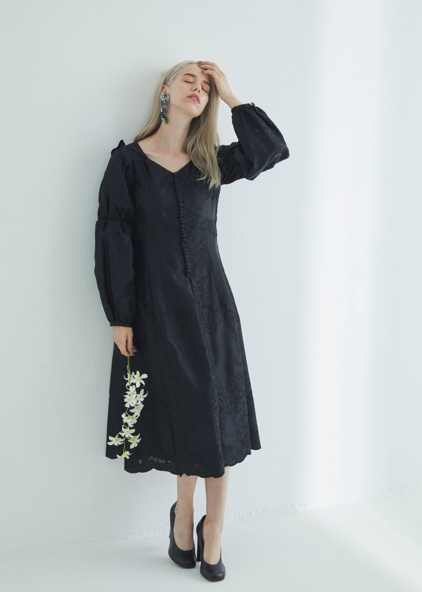 Flower embroidery front button dress