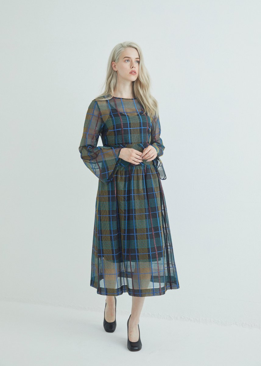 <img class='new_mark_img1' src='https://img.shop-pro.jp/img/new/icons1.gif' style='border:none;display:inline;margin:0px;padding:0px;width:auto;' />Flare sleeve dress