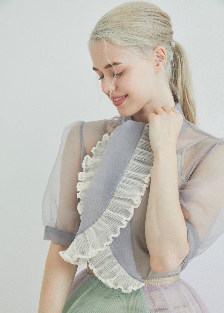Ribbon pleats blouse