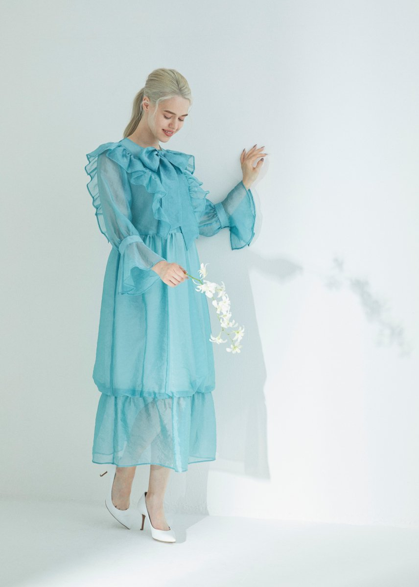 <img class='new_mark_img1' src='https://img.shop-pro.jp/img/new/icons1.gif' style='border:none;display:inline;margin:0px;padding:0px;width:auto;' />Frilled ribbon dress
