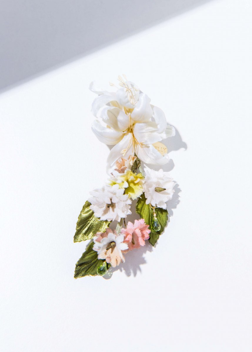 <img class='new_mark_img1' src='//img.shop-pro.jp/img/new/icons1.gif' style='border:none;display:inline;margin:0px;padding:0px;width:auto;' />【PRE-ORDER】 Lily bouquet pierce (2way)