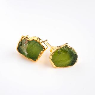 ペリドット(グリーン) 天然石 原石スタッズピアス-ゴールドカラー