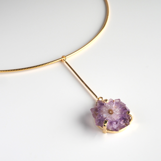 フラワーアメジスト (紫水晶・パープルD) 天然石 チョーカーネックレス-ゴールドカラー