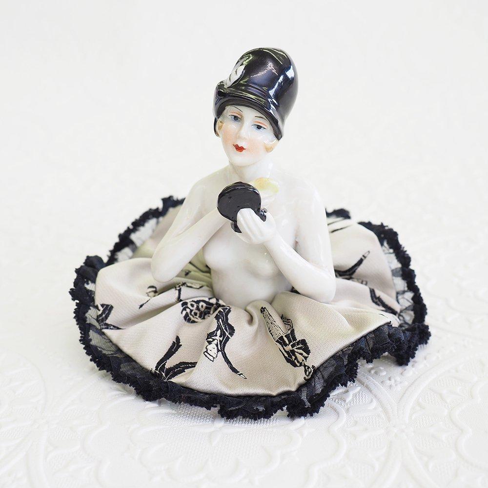 イタリアジャガード使用☆レトロな紳士淑女柄シュシュ【歌い踊る人々】